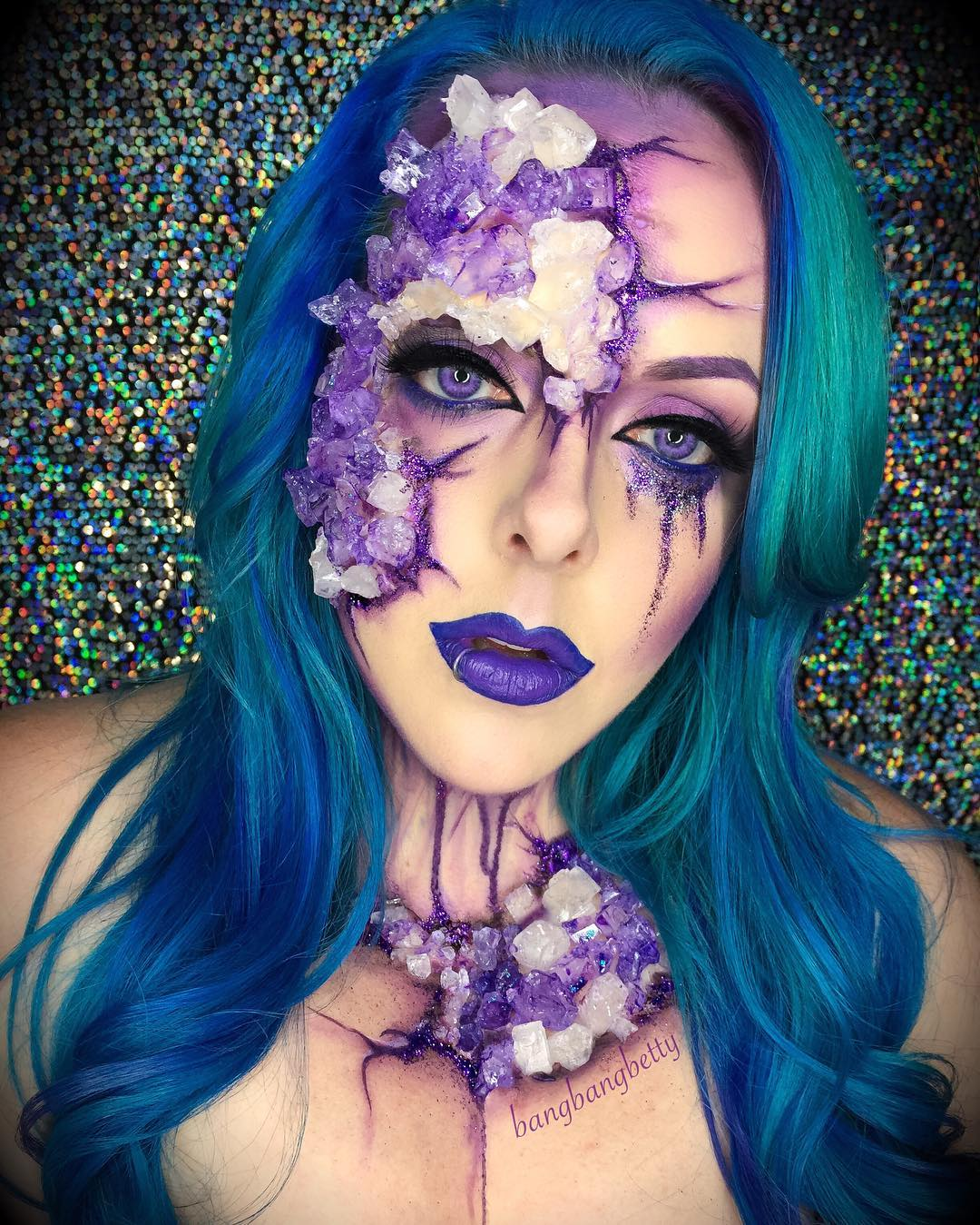This woman transformed herself into an amethyst for Halloween, her look is a total gem