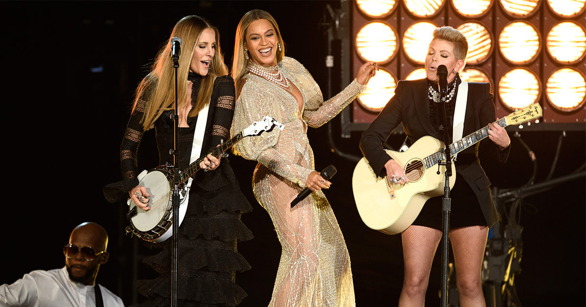 """Beyoncé performed """"Daddy Lessons"""" with the Dixie Chicks at the CMA Awards - download their duet here"""