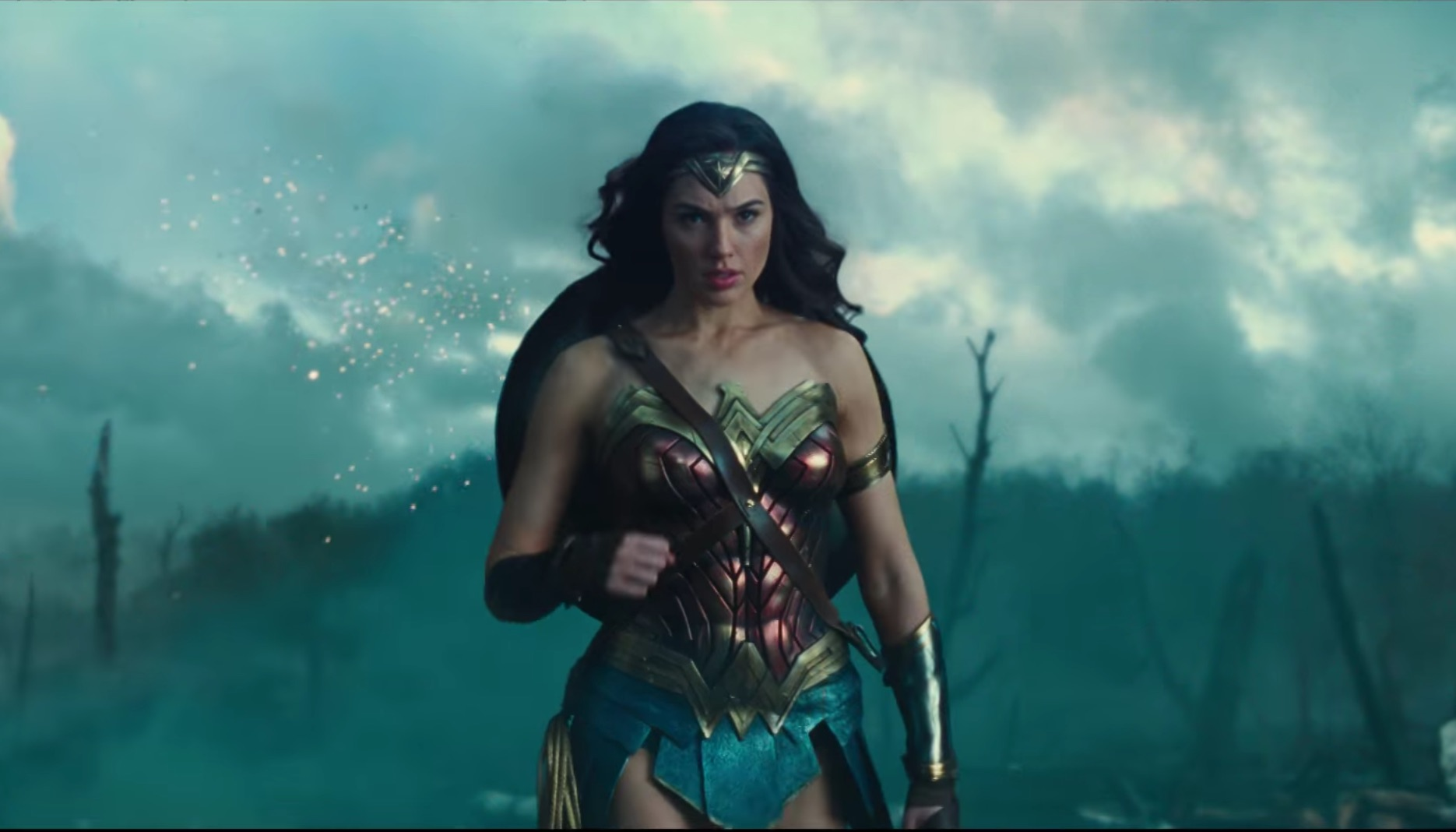 There's a new Wonder Woman trailer and it looks dark and amazing