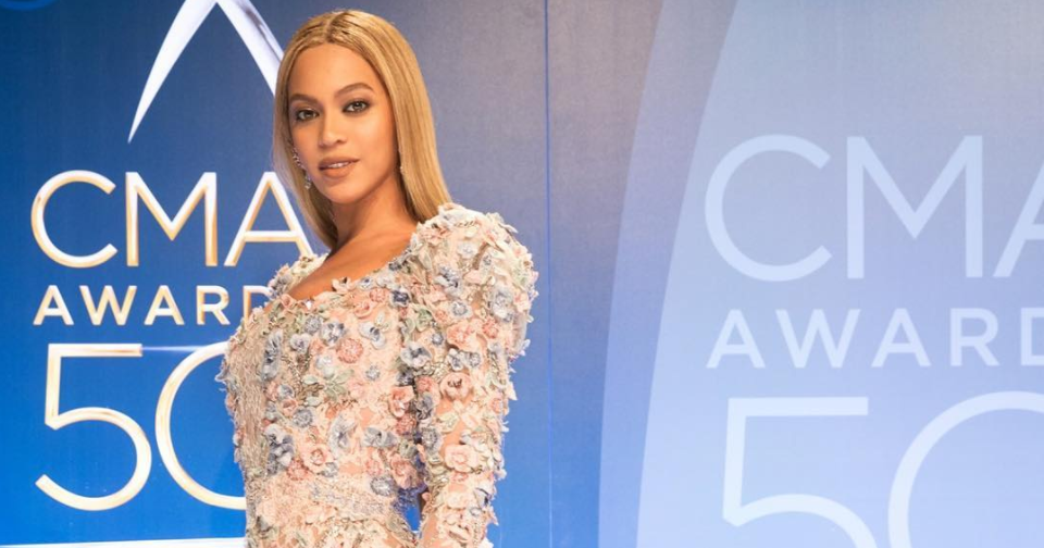 Beyoncé won the CMAs red carpet in this breathtaking crystal flower gown