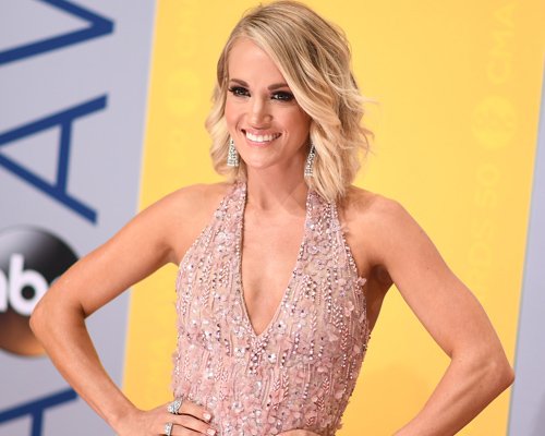 Here's all of Carrie Underwood's ~glitter gown~ outfits changes at the CMA Awards