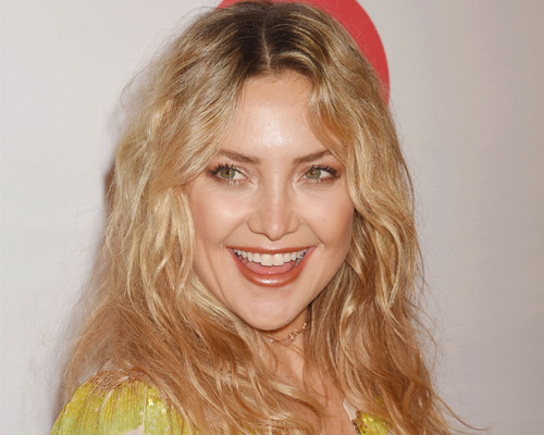 Kate Hudson's photo with her mom, Goldie Hawn, is making us do a double take!