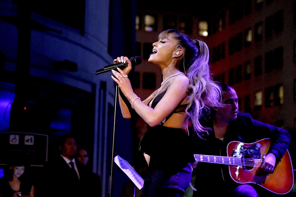 Ariana Grande and Stevie Wonder did a song together and it's pretty spectacular