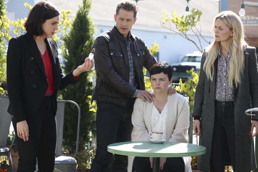 """The Evil Queen's latest curse on """"Once Upon a Time"""" has a shocking twist, and we're all heartbroken about it"""