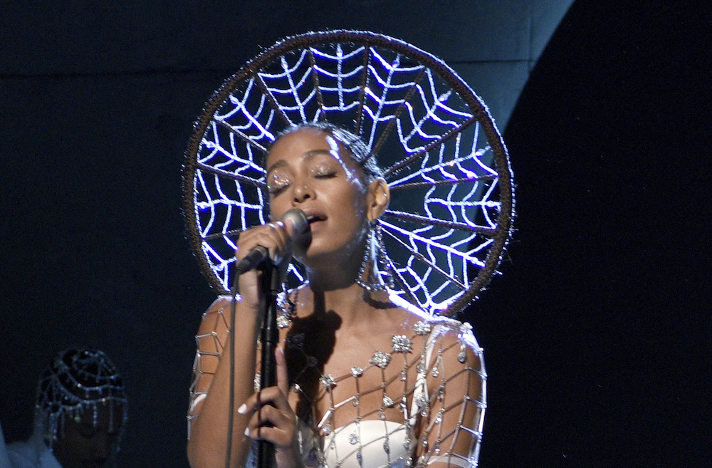 """Solange's hair look took almost 50 hours to style during her """"SNL"""" performance"""