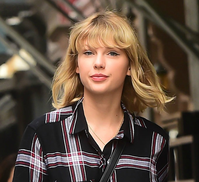 Taylor Swift's leopard coat is winter fashion goals, and we must copy this look STAT