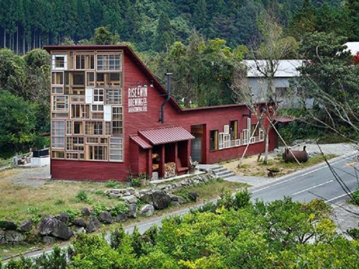 Houses Built From Recycled Materials : This house in japan is made entirely from recycled