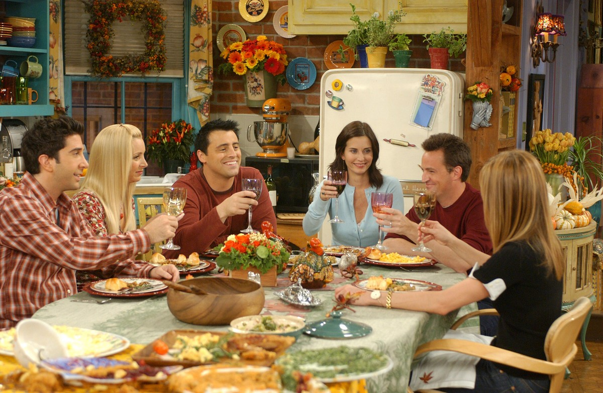 """9 essential tips for hosting the perfect """"Friendsgiving"""""""