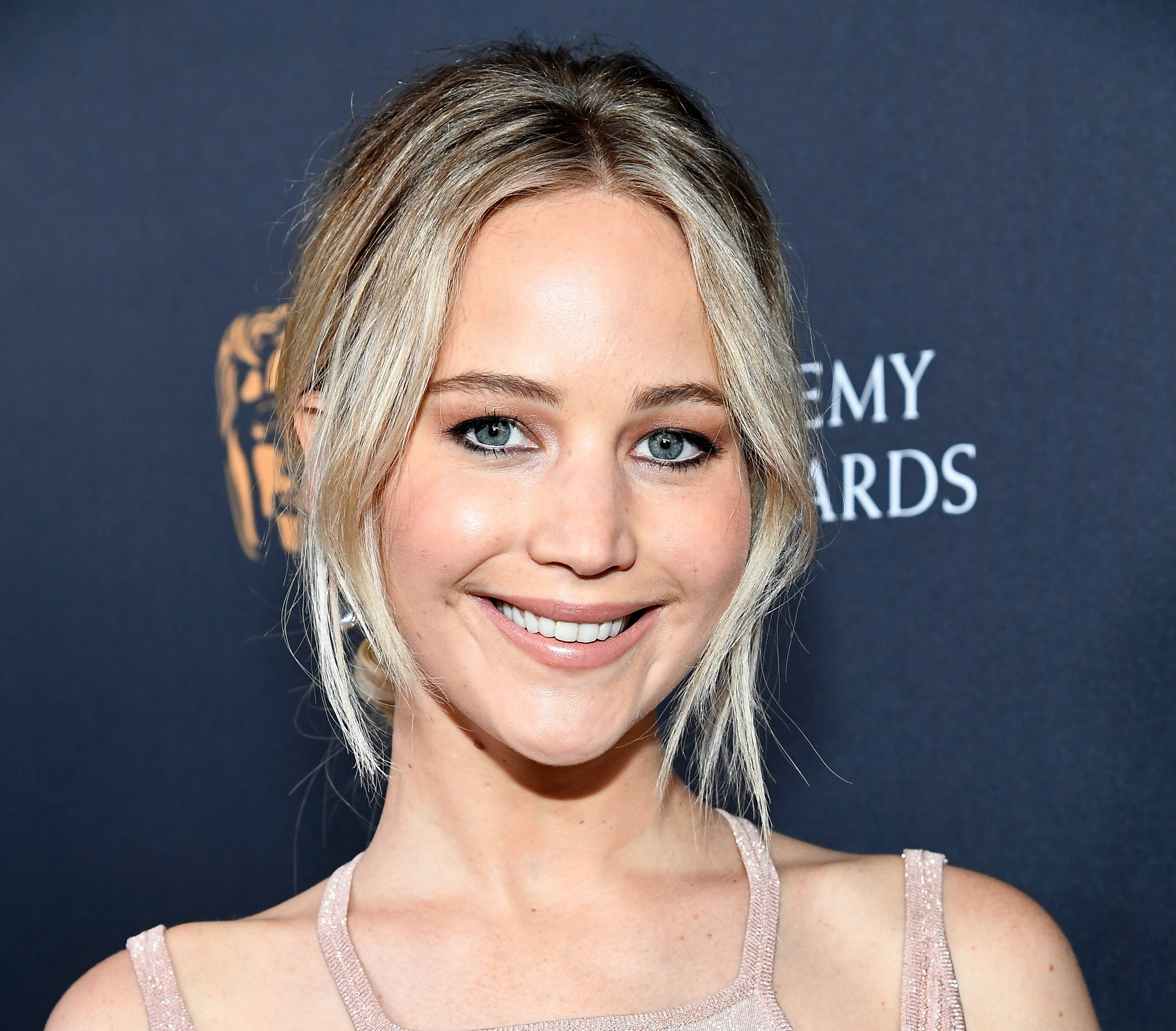 Jennifer Lawrence transformed into a '90s alt girl band singer