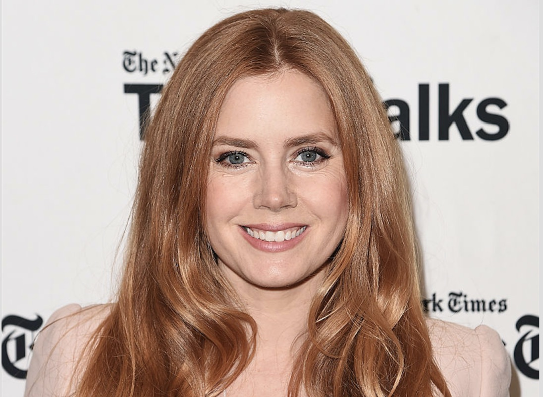 Amy Adams is pink perfection in this gorgeous pantsuit