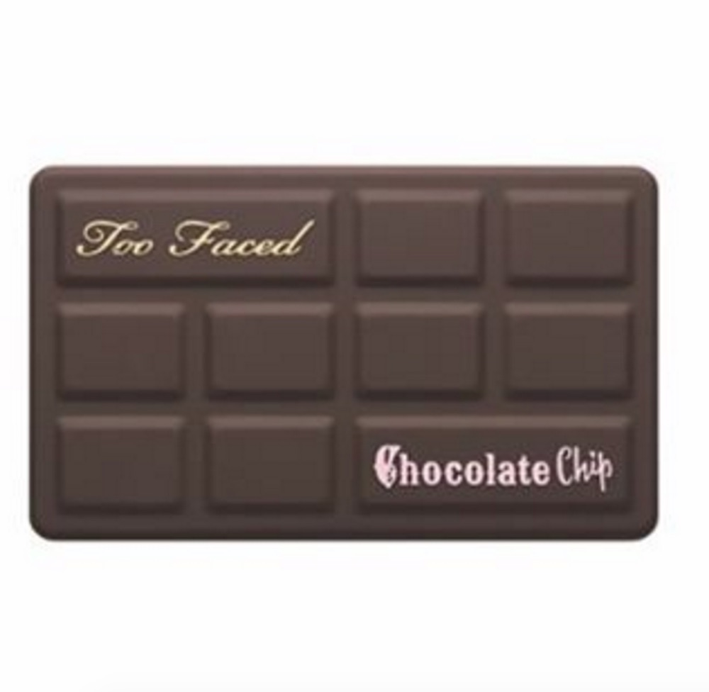 This is what the inside of Too Faced's mini chocolate chip palettes look like and it's SO pretty