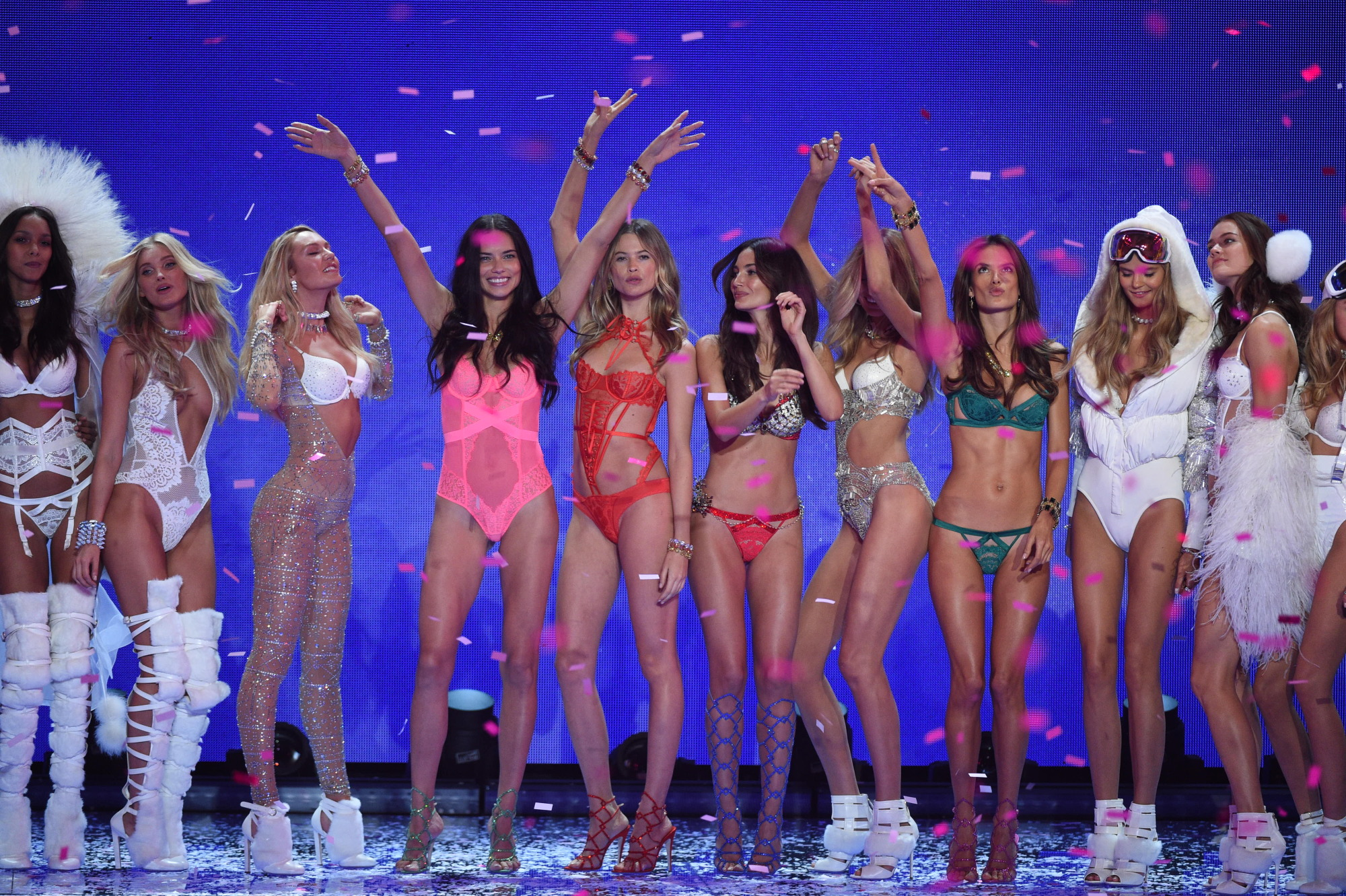 The Victoria's Secret models' Mannequin Challenge will make you tired just watching