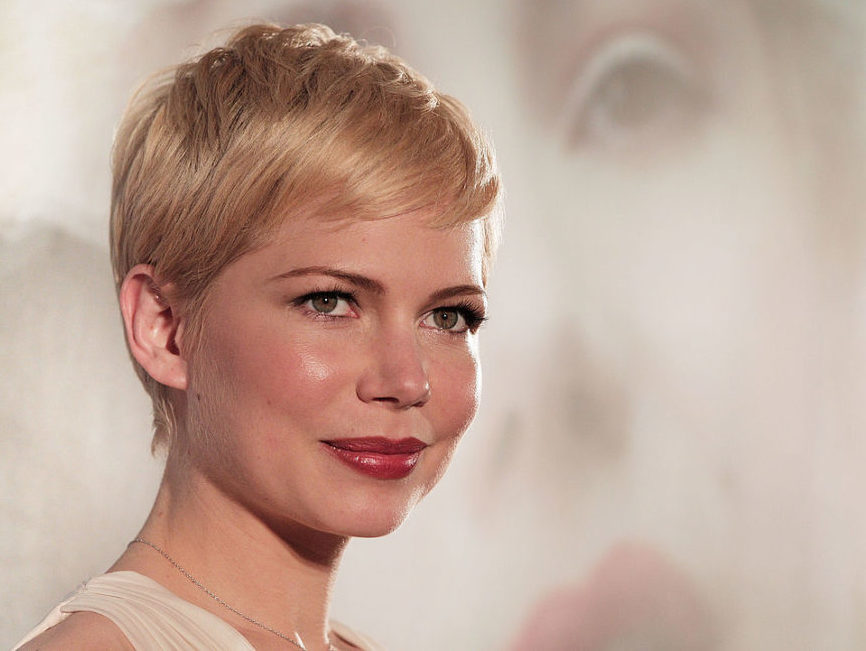 We cannot look away from the incredible sparkly layered beauty of Michelle Williams' dress