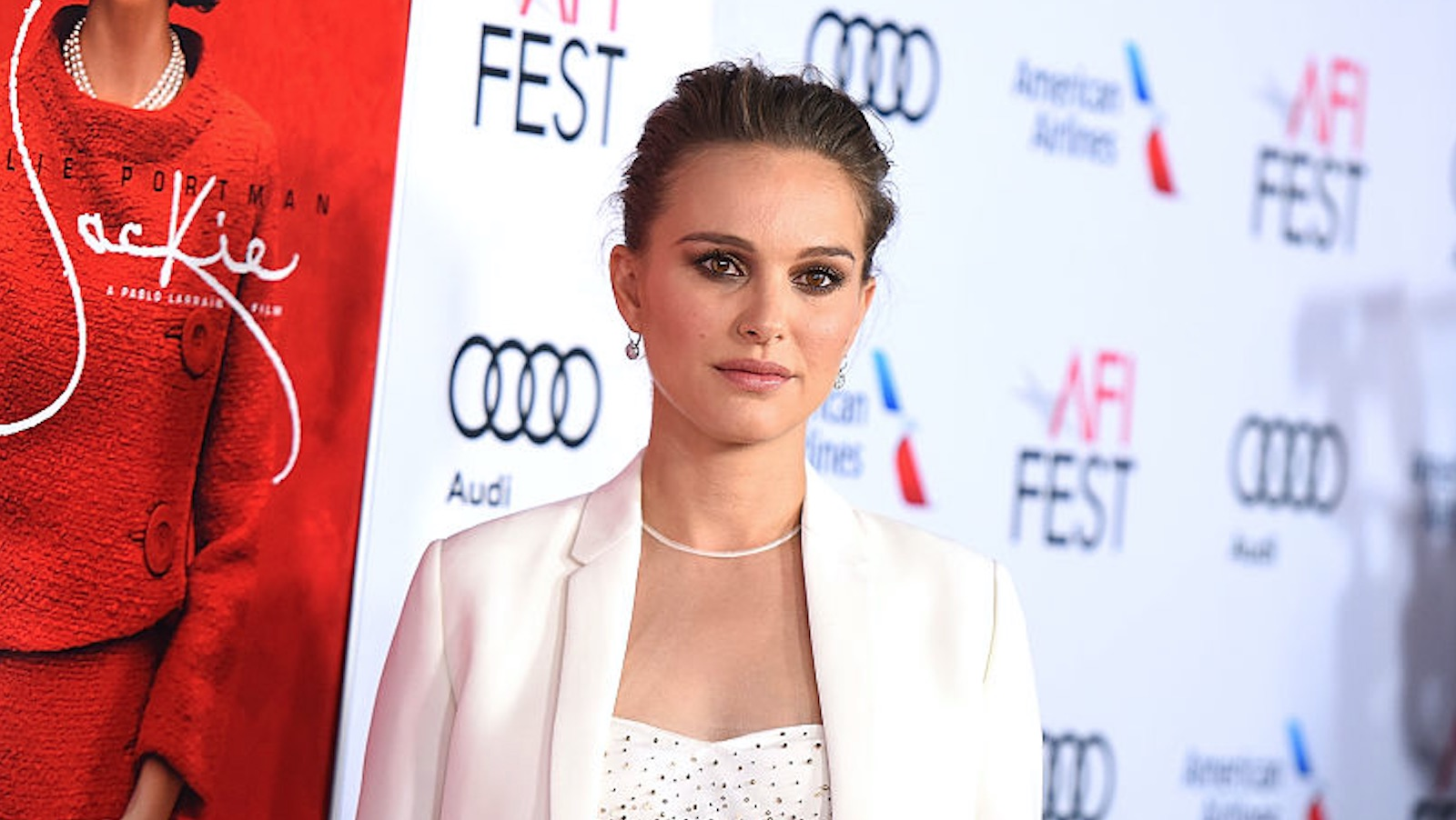 Natalie Portman wore an elegant Dior dress with a face on it and we are in love