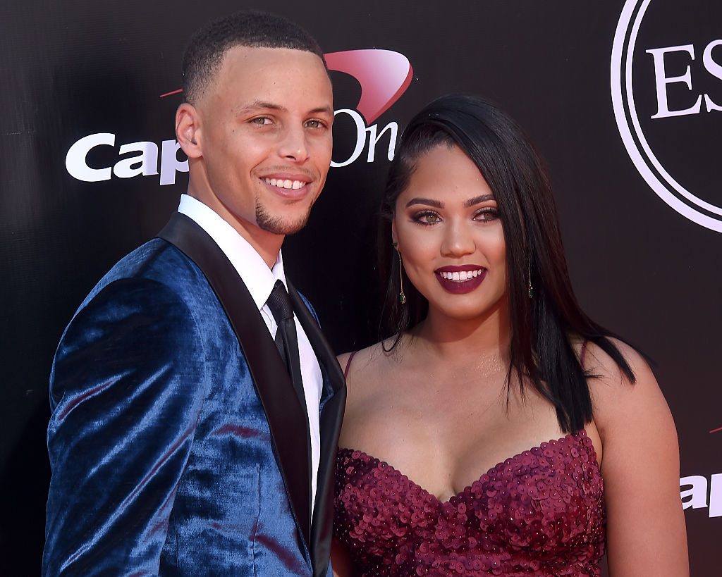 """Steph and Ayesha Curry just won the """"mannequin challenge"""" in the best video we've seen yet"""