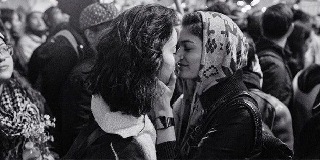 This photo of two women kissing at a Trump protest went viral, and it's bring serious tears to our eyes