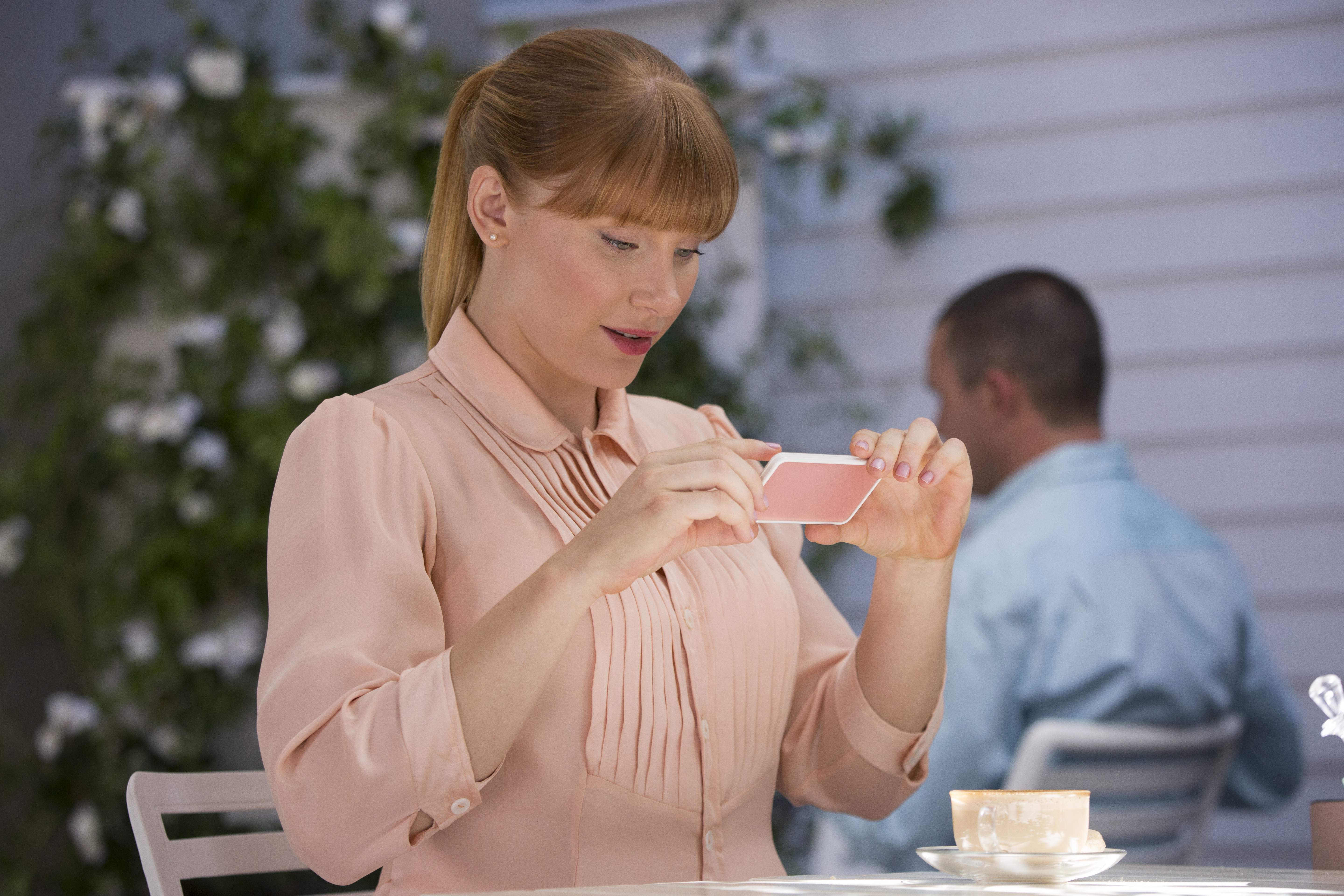 "Bryce Dallas Howard's phone sounds like the one she has in ""Black Mirror"" and omg"