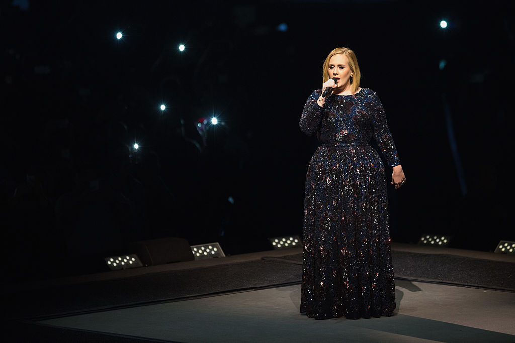 A bat crashed Adele's concert and her onstage freakout is the most hilarious reaction ever