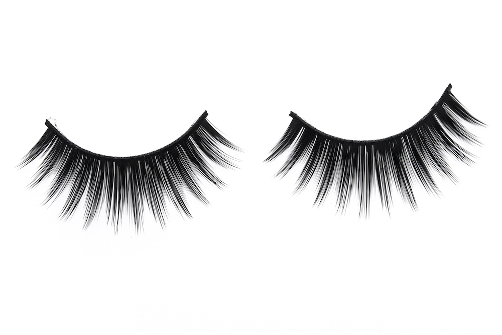 This makeup artist's unusual false lash trick will make your eyes pop