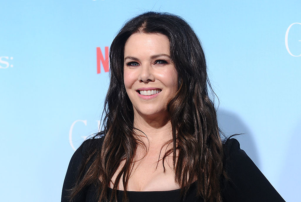 "Lauren Graham just showed us all how to rock a LBD at Neflix's ""Gilmore Girls"" premiere"
