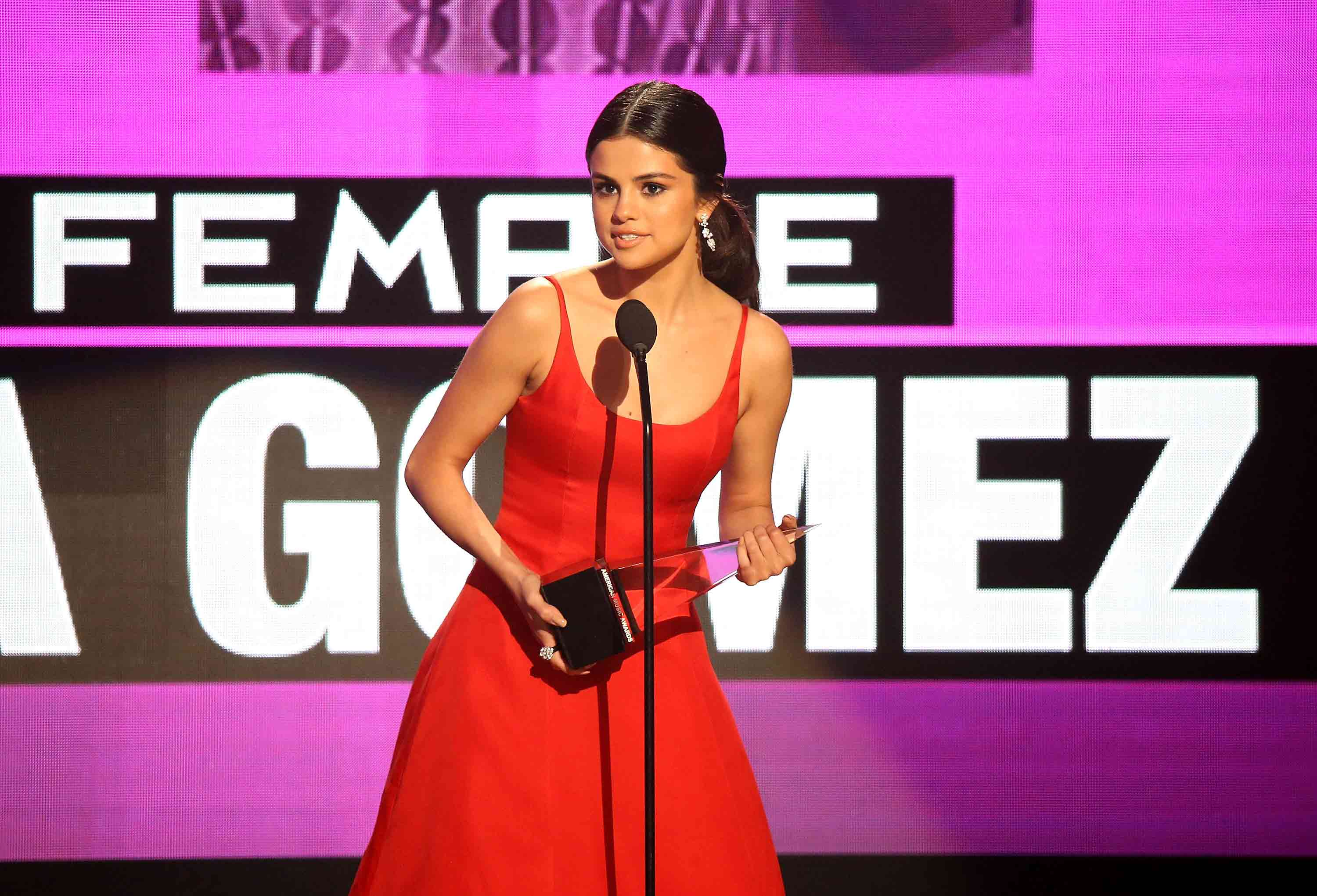 This is what Selena Gomez looked like at her very first AMA appearance 7 years ago!