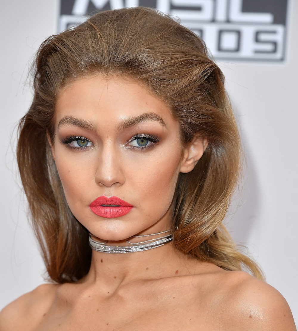 Here are all of Gigi Hadid's gorge outfits from last night's AMAs