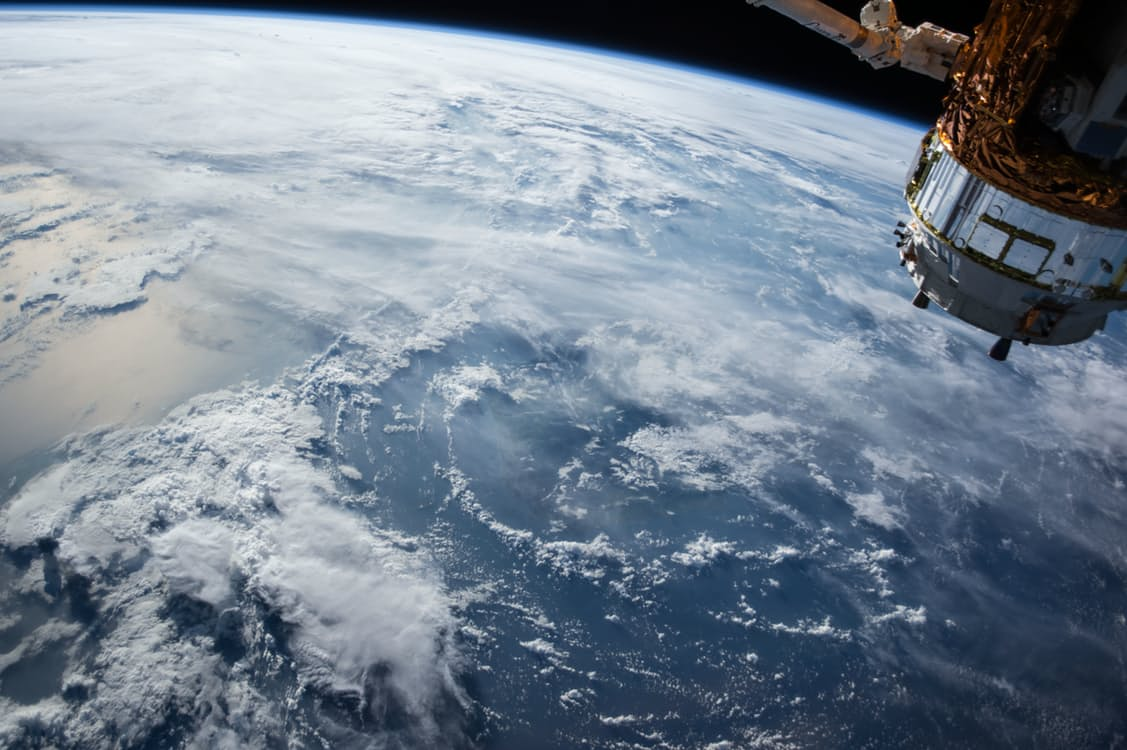 This astronaut's video from the International Space Station shows us the first 360-degree view of Earth EVER
