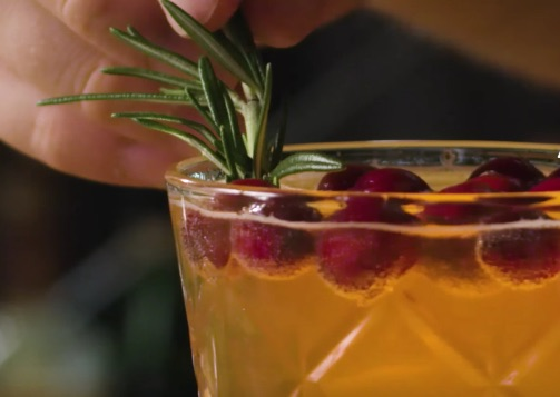 This Thanksgiving cobbler cocktail is about to be your new festive drink obsession