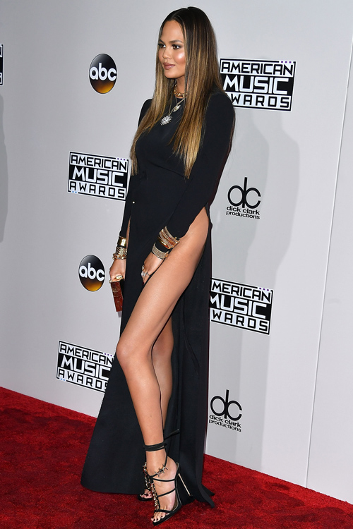 Chrissy Teigen Pokes Fun At Her Legs With Funny Quot Family