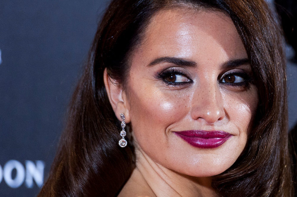 Penélope Cruz is shimmer come to life in this gorgeous silver dress