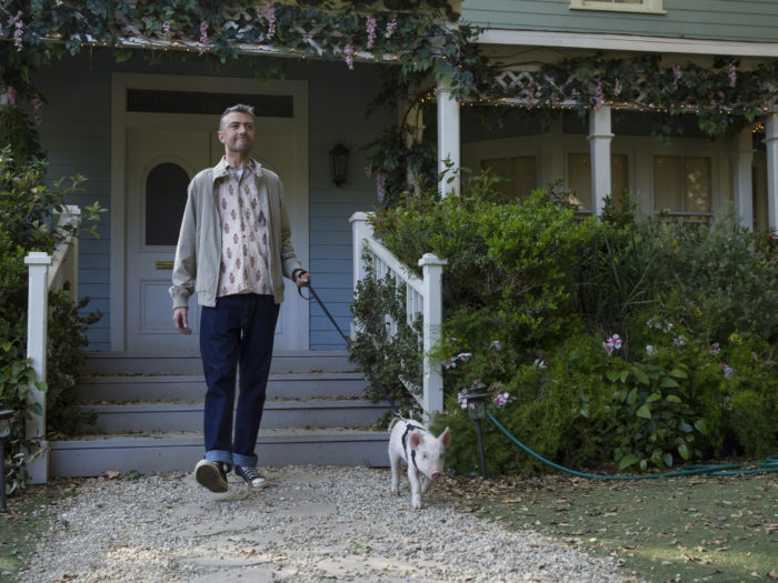 "Oh, so THIS is why Kirk has a pig during ""Gilmore Girls: A Year in the Life"""