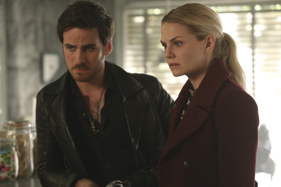 """The promo for the winter finale of """"Once Upon a Time"""" teases an alternate universe episode, and it looks amazing"""