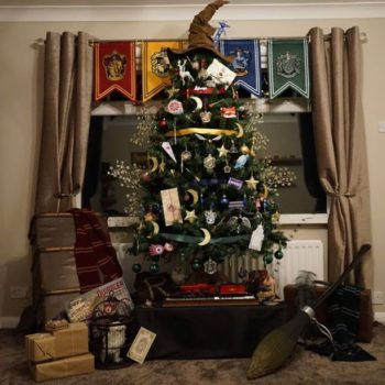 This fan-made Harry Potter Christmas tree is tugging at our Muggle heartstrings