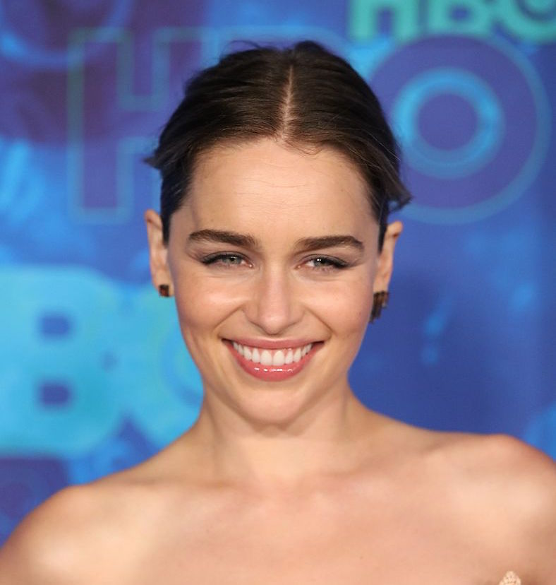 emilia clarke 39 s latest instagram proves she 39 s so excited to be part of the star wars universe. Black Bedroom Furniture Sets. Home Design Ideas