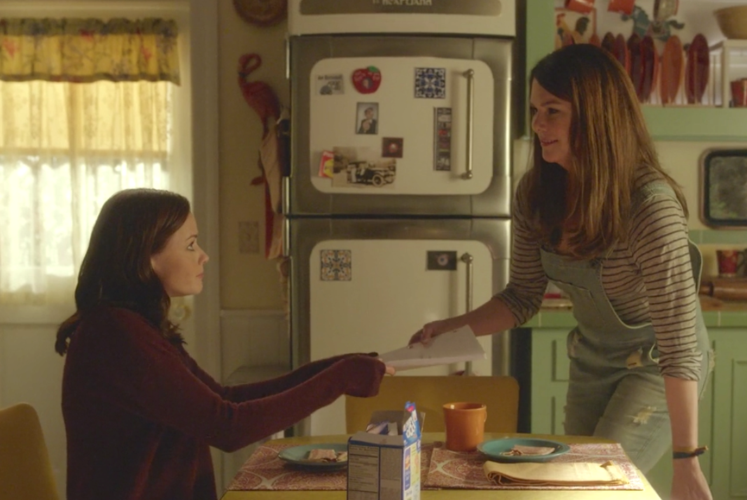 "Here's what Lauren Graham and Alexis Bledel stole at the end of filming ""Gilmore Girls"""