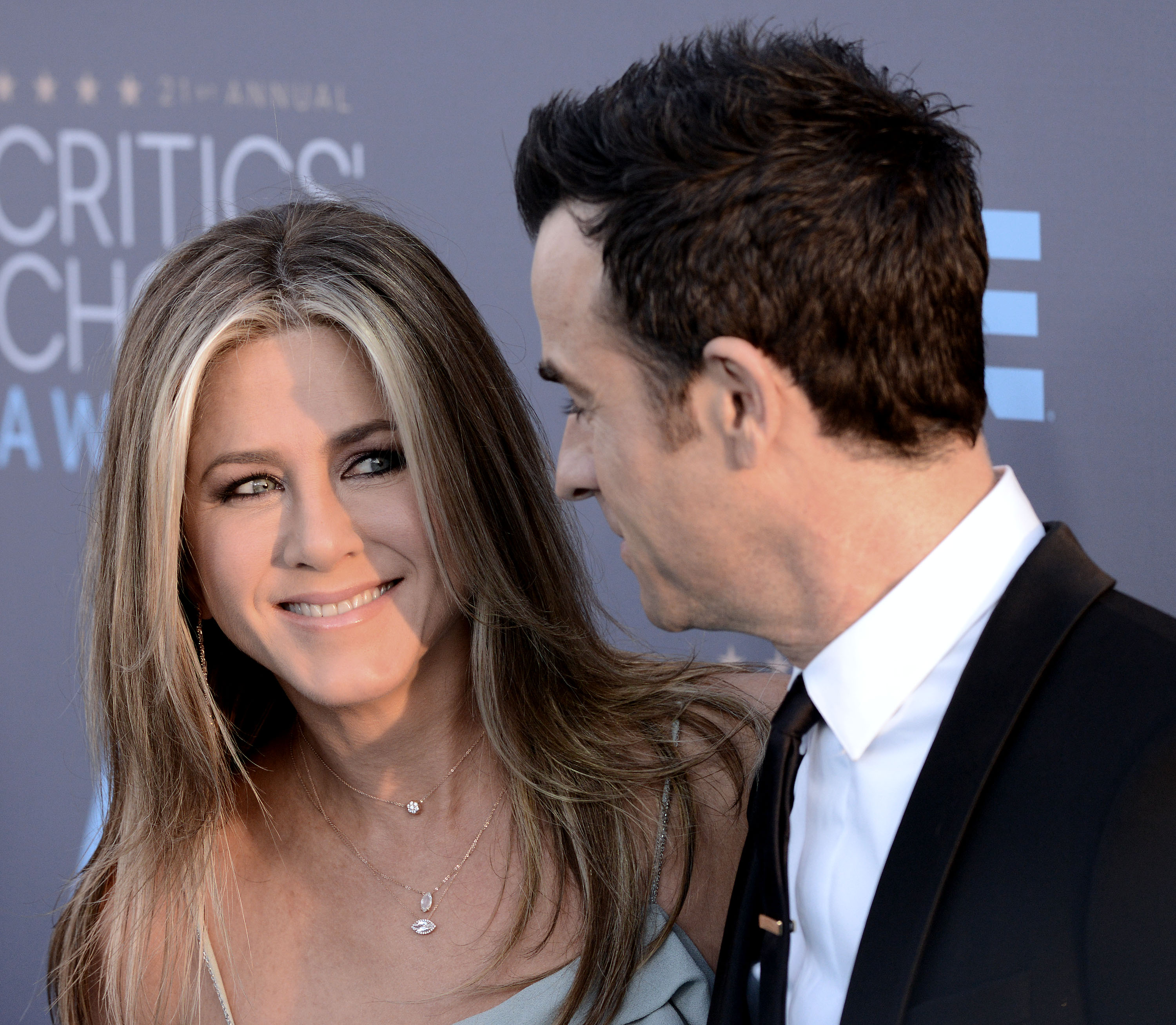 Jennifer Aniston got the *cutest* surprise from husband Justin Theroux for Thanksgiving