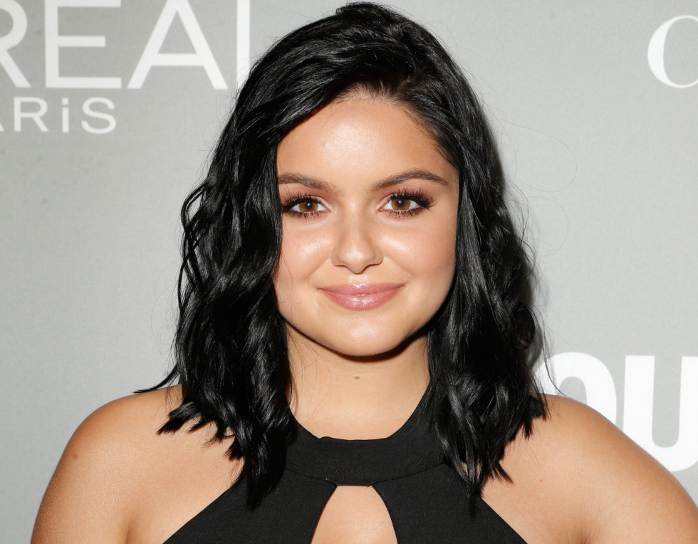 Ariel Winter's casual car wash outfit has us ready to monkey around in the best way