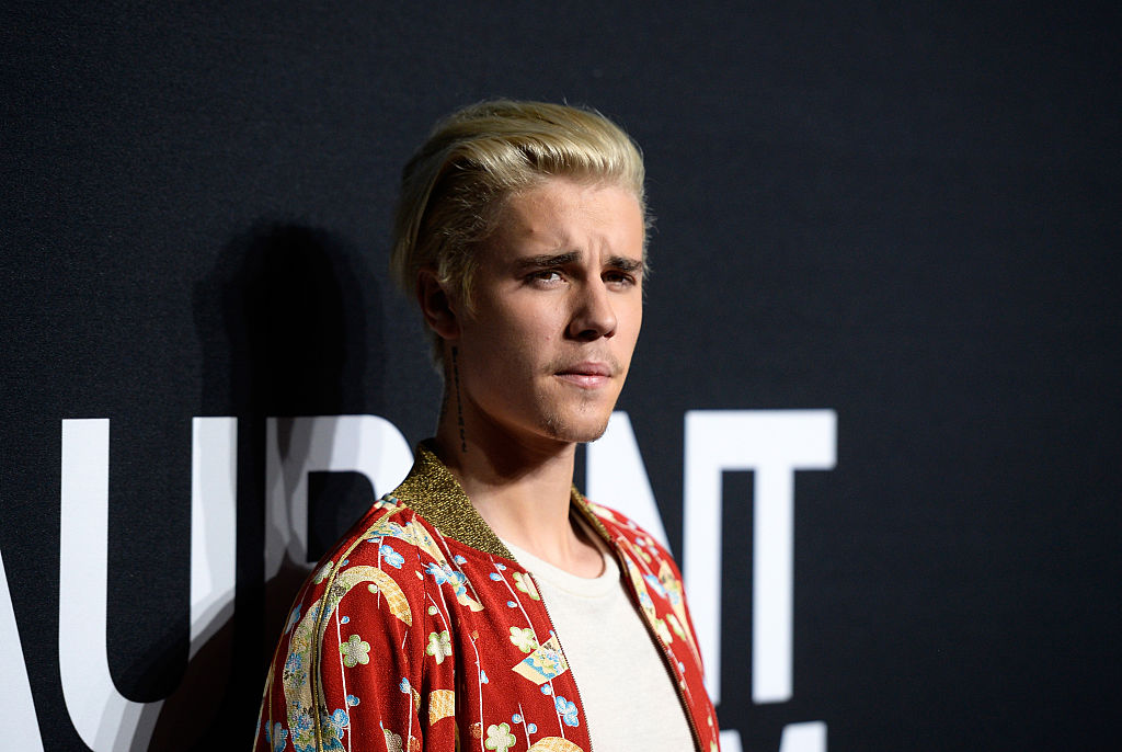 Justin Bieber just tweeted a pic of his dad at his age and they are basically twins