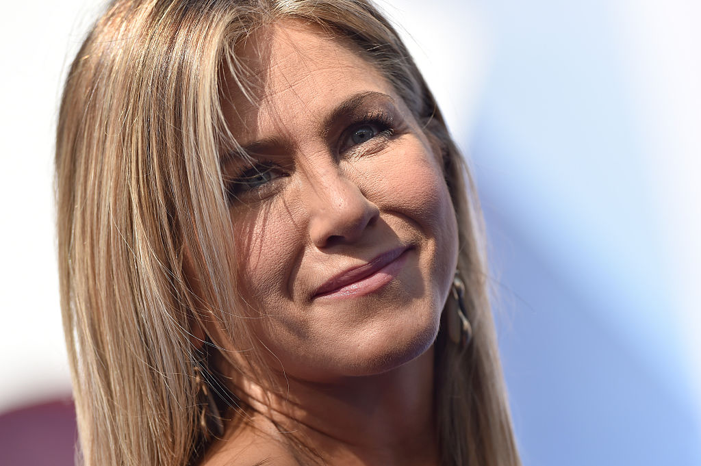 Jennifer Aniston tells Ellen why she wrote her op-ed against tabloids, and it's so true
