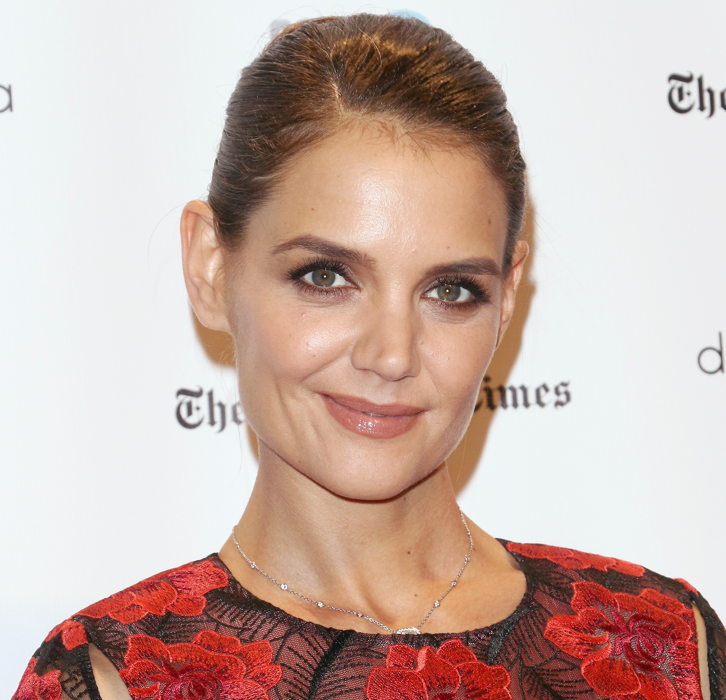 We love that Katie Holmes rocked her natural, unstyled hair on the red carpet