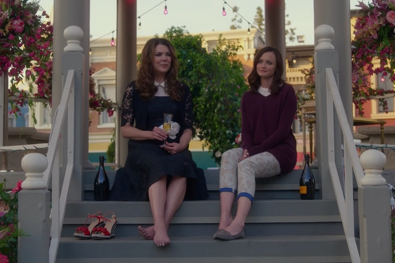 "Hold up, there are MULTIPLE endings to ""Gilmore Girls: A Year in the Life"""