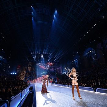 13 behind-the-scenes photos of Victoria's Secret models that you won't see during the big show