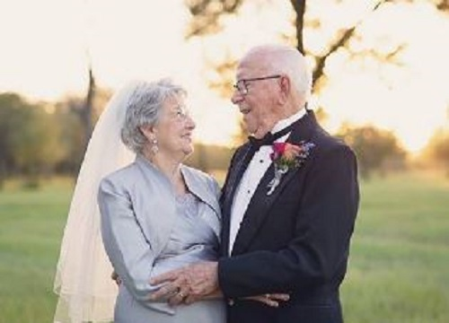 This couple finally took wedding pictures for their 70th anniversary, and our hearts can't take it