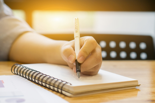If you're left-handed, this is how your brain might work differently
