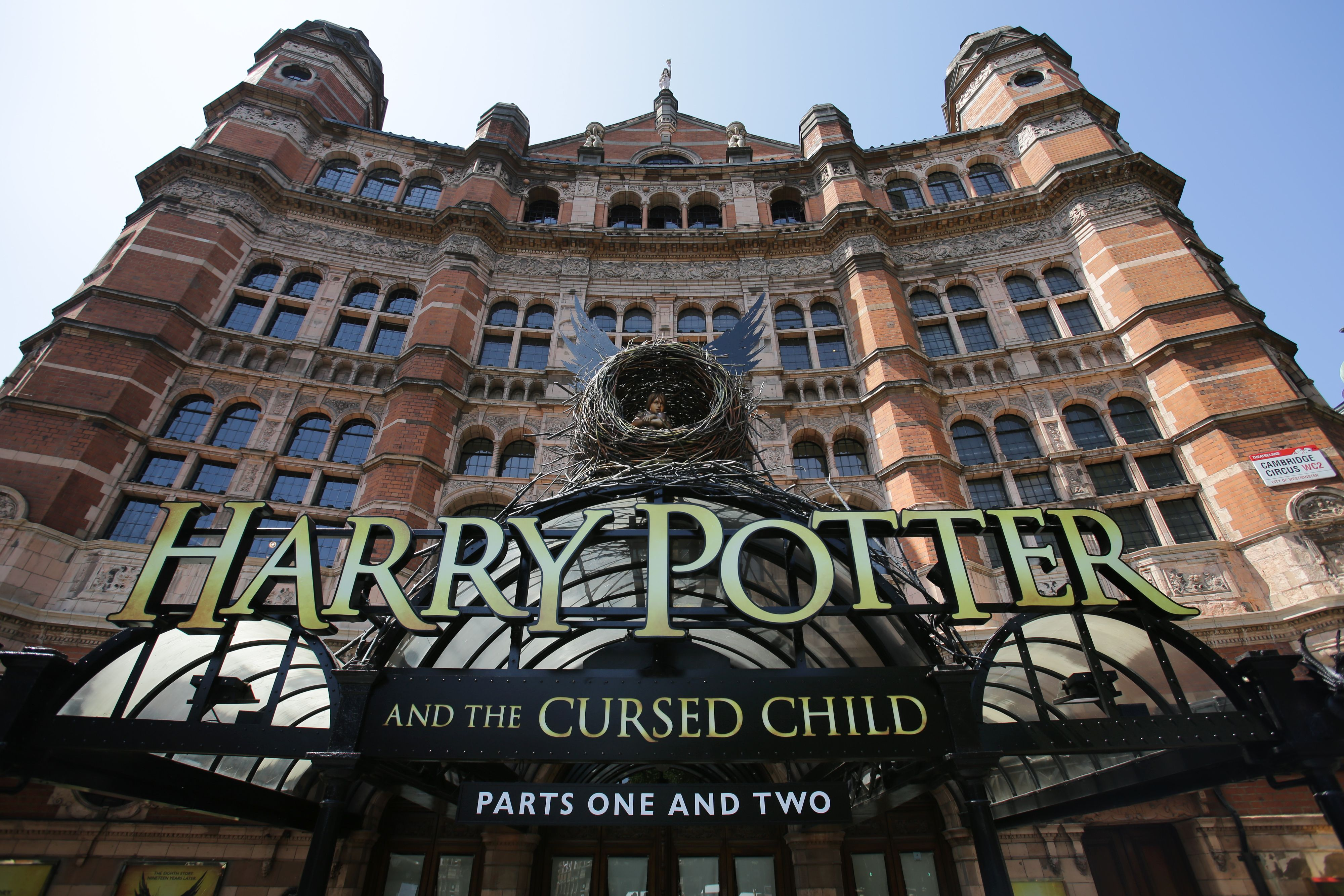 """Get your wands ready, """"Harry Potter and the Cursed Child"""" is coming to Broadway in 2018!"""