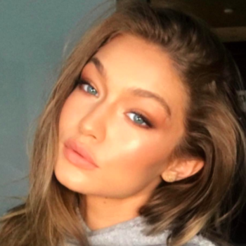 This is the makeup artist behind your fave Victoria's Secret Angels and we're obsessed with his IG