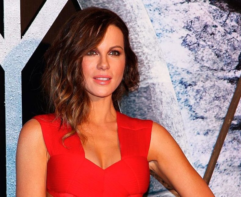 Kate Beckinsale wore a floor-length crop top and somehow it totally works on the red carpet
