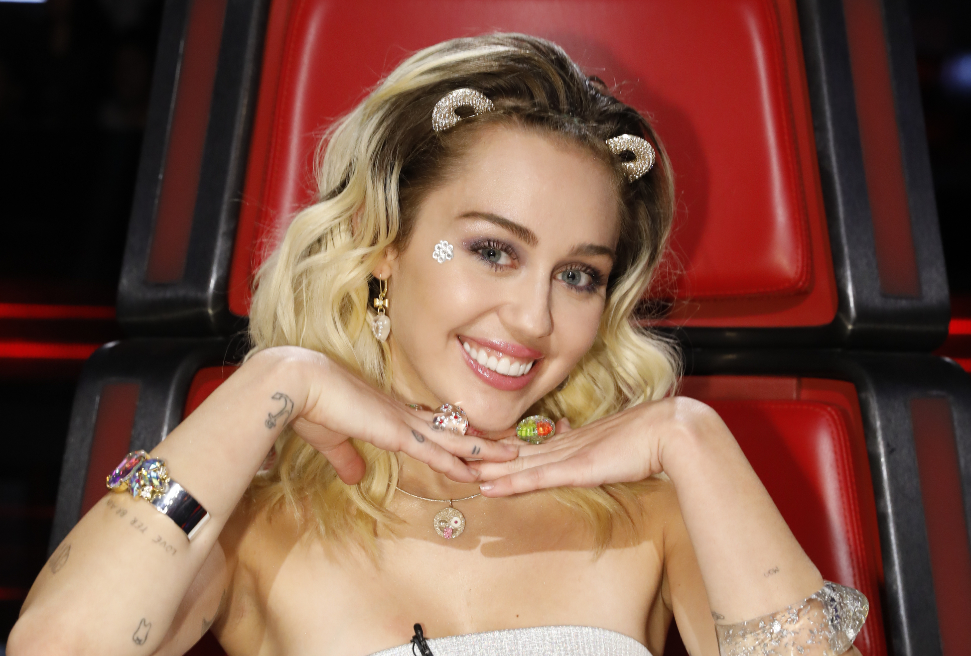 Miley Cyrus used an outrageous dress to transform into a ball of holiday tinsel