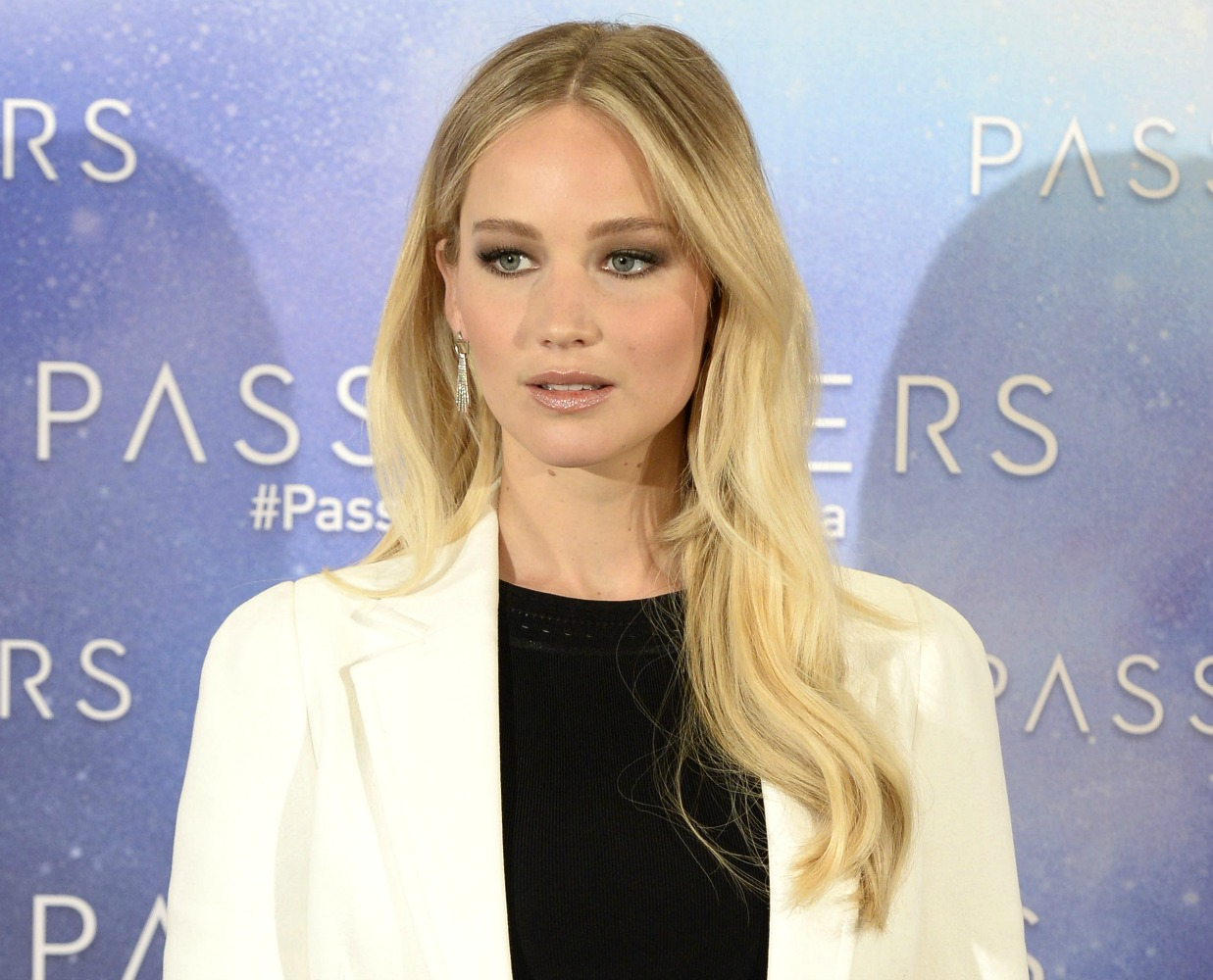 Jennifer Lawrence wears completely mismatched prints and ...