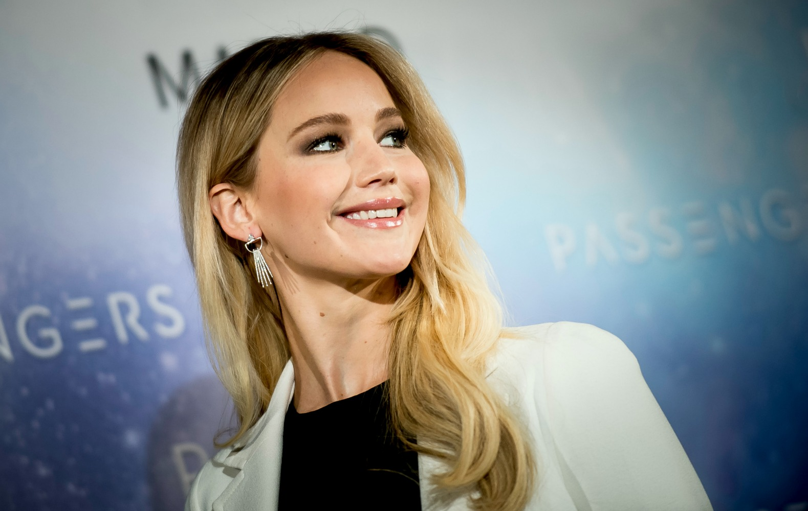 Here's all of Jennifer Lawrence's beautiful and lush hair ...